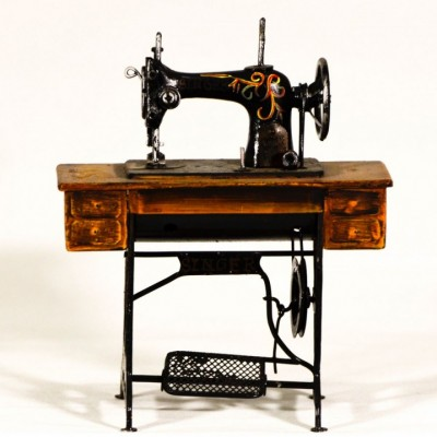 Διακοσμητική συλλεκτική ραπτομηχανή SINGER